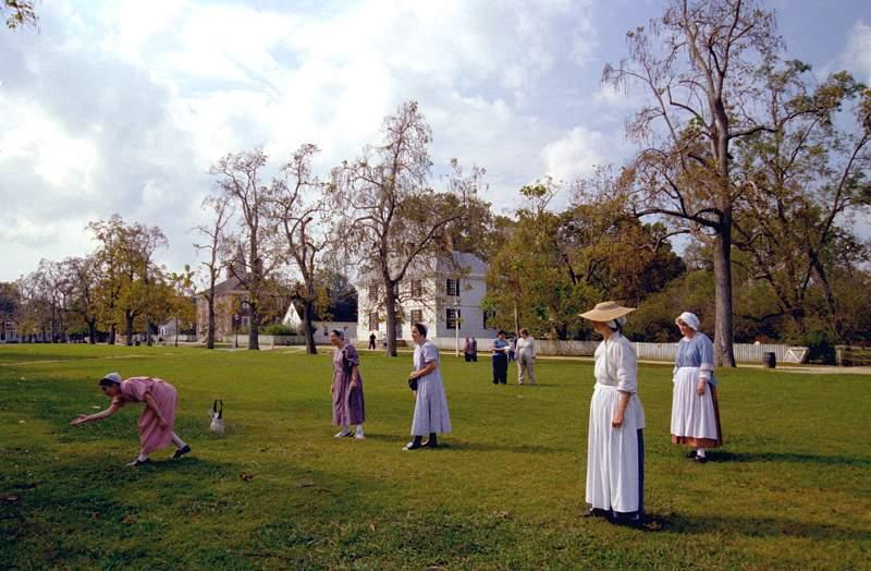 Dobová loptová hra na trávniku palace green